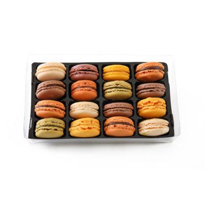 16 macarons